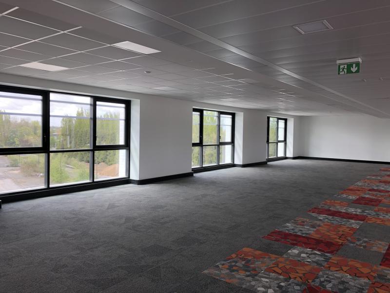 Bureaux à louer | Hellemmes Lille (59260) Surface : de 452 m2 à 2280 m2 Réf. 766526